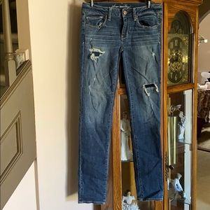 Beautiful American Eagle skinny jean with rips
